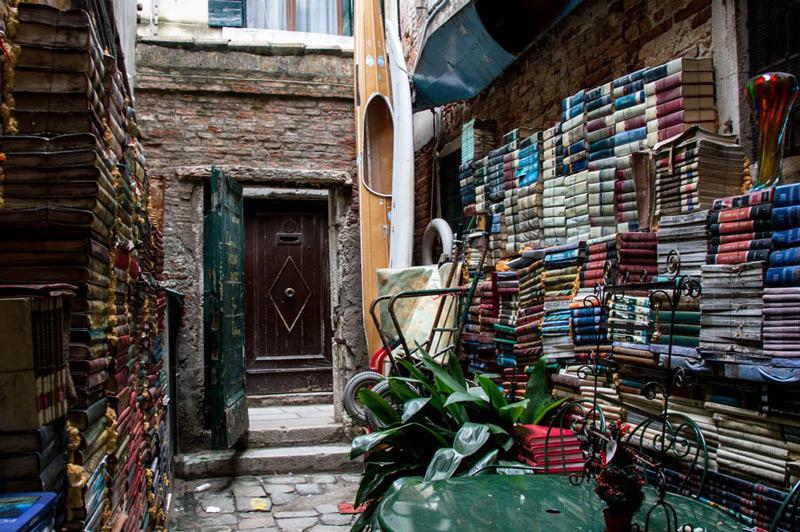 libreria-acqua-alta-venezia-3