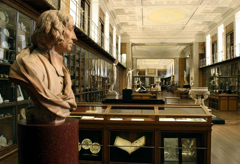 BM;_'MF'_RM1_-_The_King's_Library,_Enlightenment_1_'Discovering_the_world_in_the_18th_Century_-_View_South