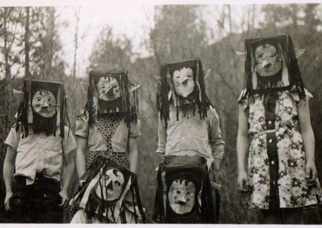 vintage-halloween-costumes-bags-kids