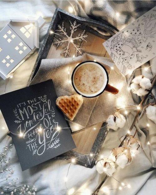 Книга «Коротаем зиму» - пример волшебного подарка на Новый Год и для тех, кто обожает зиму, с нетерпением ждет снега и зимних развлечений,