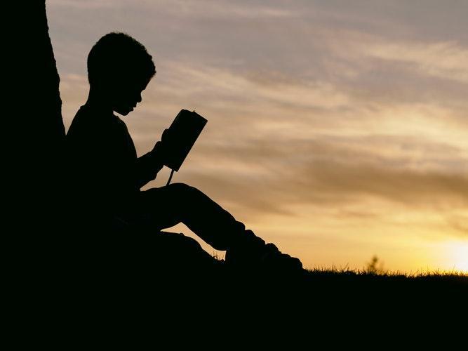 книга сделано, чтобы прилипать о создании история1